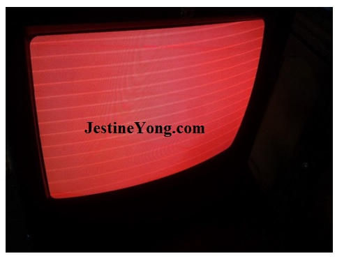 retrace line and red background in crt tv